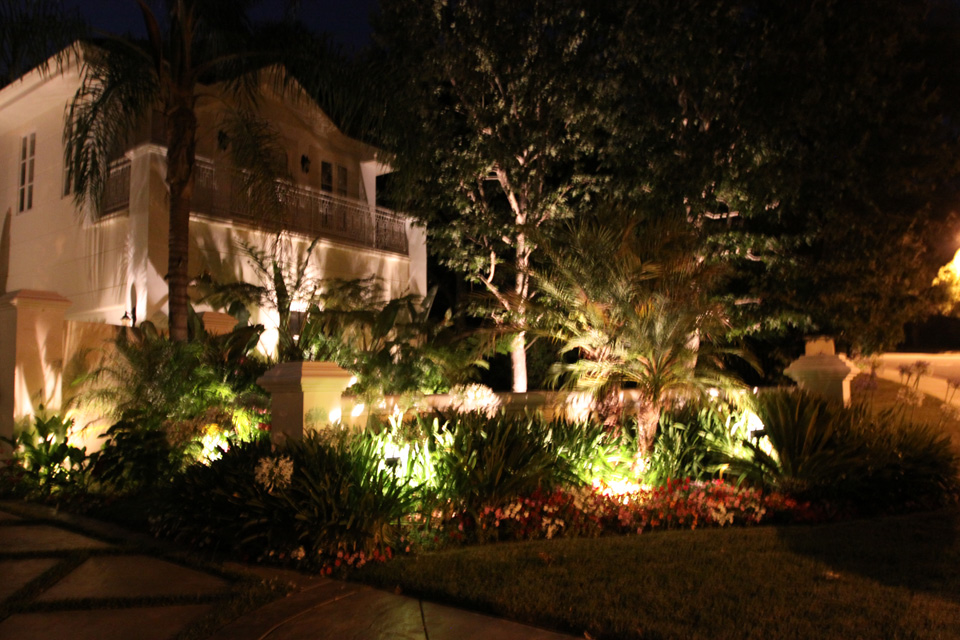 Low Voltage Landscape Lighting Images : Custom outdoor lighting low voltage landscape